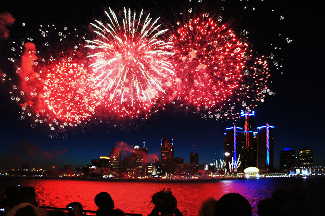 detroit-river-fireworks-2012