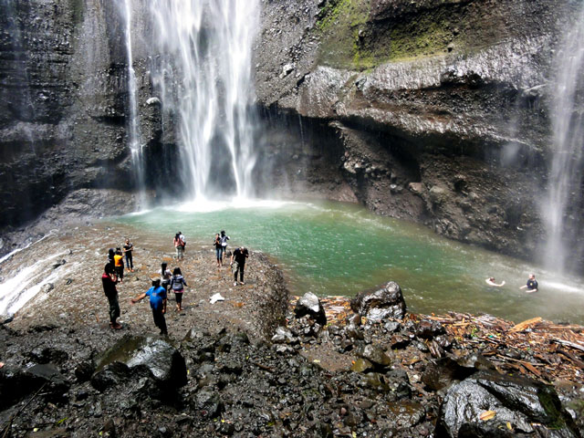 silat-meditation-waterfall-indonesia