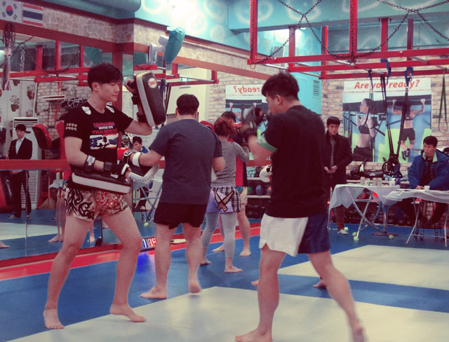 korean-muay-thai-trainer-and-student