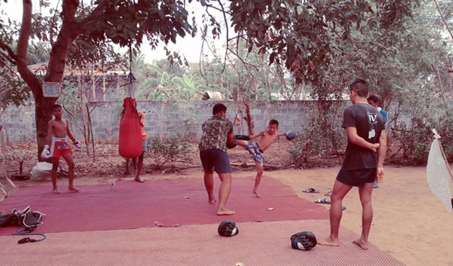 training-muay-thai-on-dirt