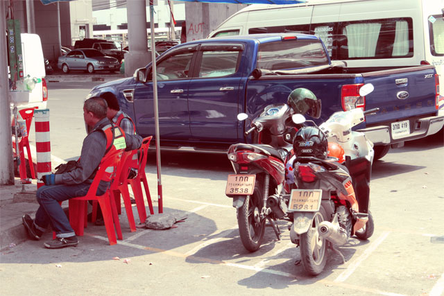 chatuchak-park-motorcycle-taxis