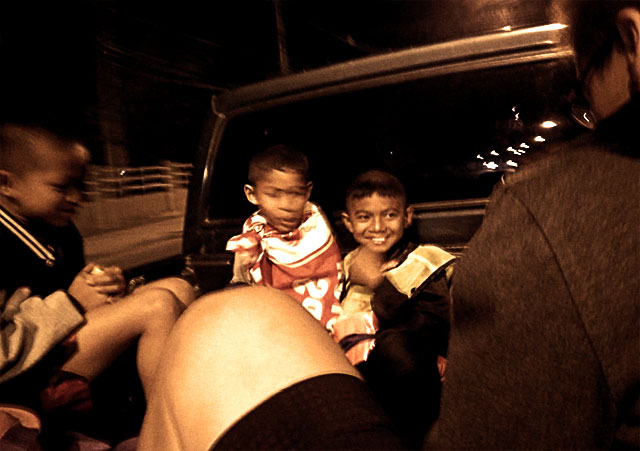 muay-thai-children-in-truck